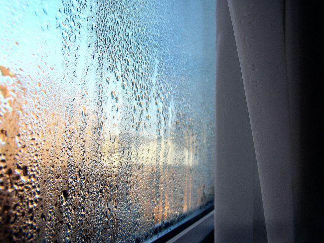 Конденсат на пластиковых окнах, что делать?